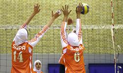 یک دوره مسابقه  والیبال بانوان  بمناسبت دهه کرامت در فورگ برگزار شد