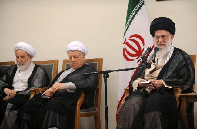 حضرت آیتالله خامنهای: نباید فریب لبخند دشمن را خورد/مجلس از بررسی برجام کنار گذاشته نشود