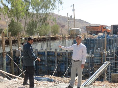 فرماندار استهبان با اهالی  روستای پل شکسته، بردنو و آب بند دیدار کرد/ لزوم اسکان مردم در محل مناسب