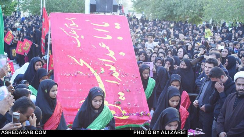 آئین سنتی اهتزاز پرچم سرخ حسینی در مهدیه دوبرجی برگزار شد( گزارش تصویری)