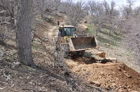 اطلاعیه دادستان داراب در خصوص ممنوعیت فعالیت بدون مجوز  وسایل راهسازی در عرصه های منابع طبیعی