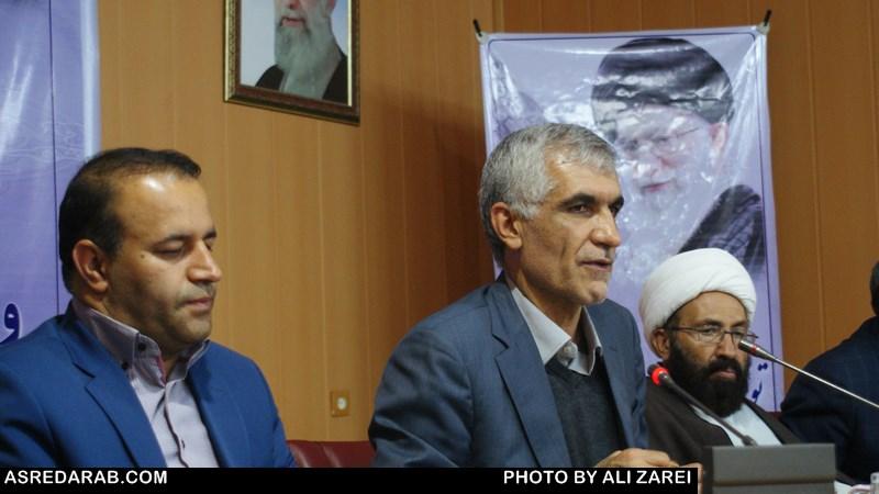 استاندار فارس: همه ما در هر مقام و مسئولیتی که باشیم وامدار شهدا هستیم/  اولویت سرمایه گذاری در داراب  باید  صنایع تبدیلی باشد