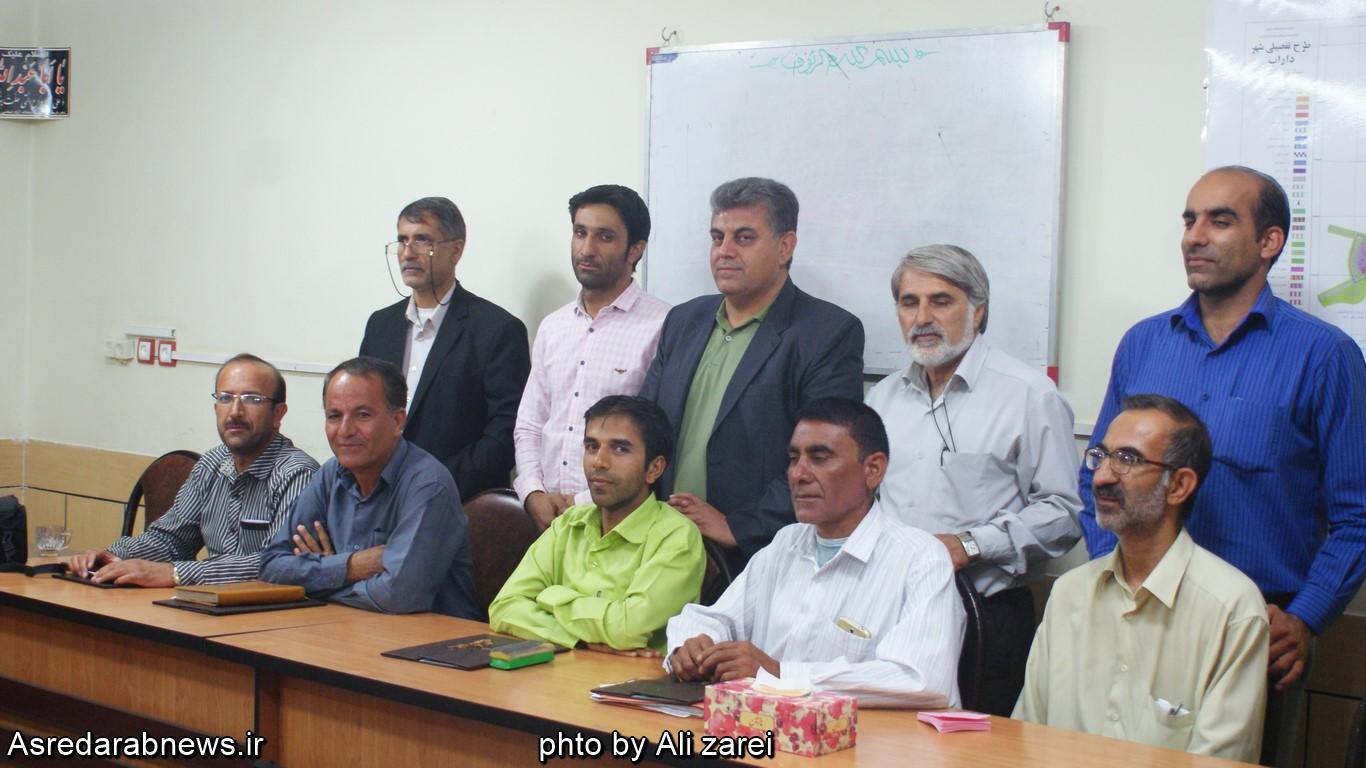 از خبرنگاران فعال رسانه های داراب در شورای شهر تجلیل شد