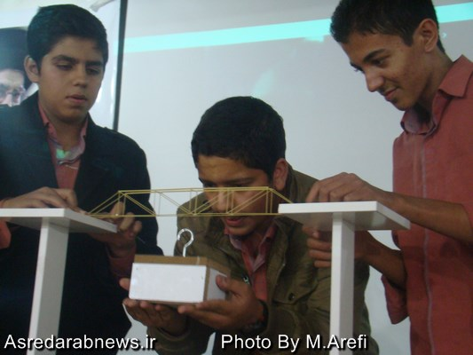 همزمان با تجلیل از پژوهشگران نمونه آموزش و پرورش داراب؛ مسابقه سازه های ماکارونی برگزار شد