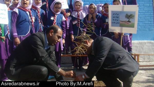 فیروزی در مراسم  درخت کاری مطرح کرد: از خیرین و مدیران بازنشسته آموزش و پرورش داراب تکریم می شود