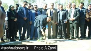 در سومین روز از دهه فجر؛ کلنگ پارک خانواده داراب به زمین زده شد/ شهرداری داراب ۵ زمین ورزشی روباز می سازد