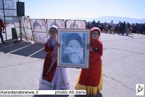آغاز برنامه های دهه فجر از محل فرودگاه داراب/ انصاری: دشمنان ما با مبانی و اندیشه های امام و ایدئولوژی انقلاب دشمنی دارند