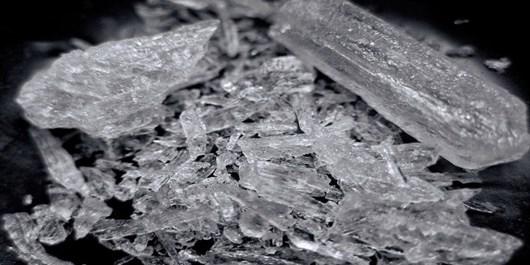 کشف ۸ کیلو و ۵۰۰ گرم شیشه توسط پلیس فارس در داراب