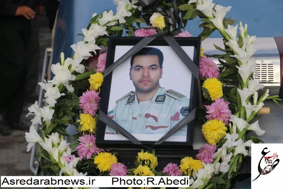 پیکر شهید محمد باقر حسینی از شهدای مرزبانی؛ در زادگاهش روستای قلعه بیابان داراب آرام گرفت