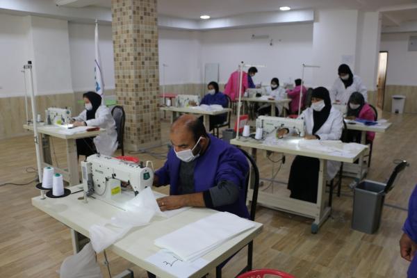 خسرو ستوده : تولید روزانه ۷۰۰ ماسک در خیریه دست های مهربان بهمنی و پسران/ اولویت توزیع ماسک با اداره های خدمات رسان به مردم است