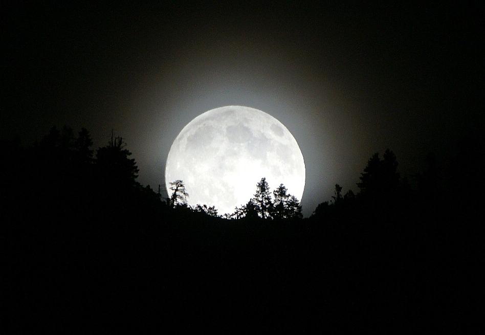 مشاهده پدیده اَبَر ماه در شبانگاه سه شنبه