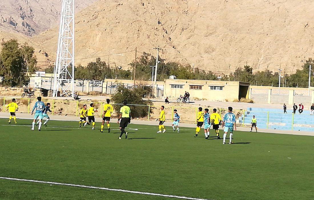 برد شیرین تیم فوتبال نوجوانان دارابگرد داراب/ دارابگرد داراب با نتیجه ۳ بر ۰ رقیب یزدی خود را در هم کوبید
