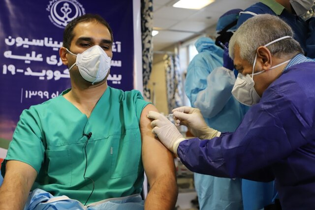 همزمان با سراسر کشور؛ واکسیناسیون کرونا در فارس آغاز شد