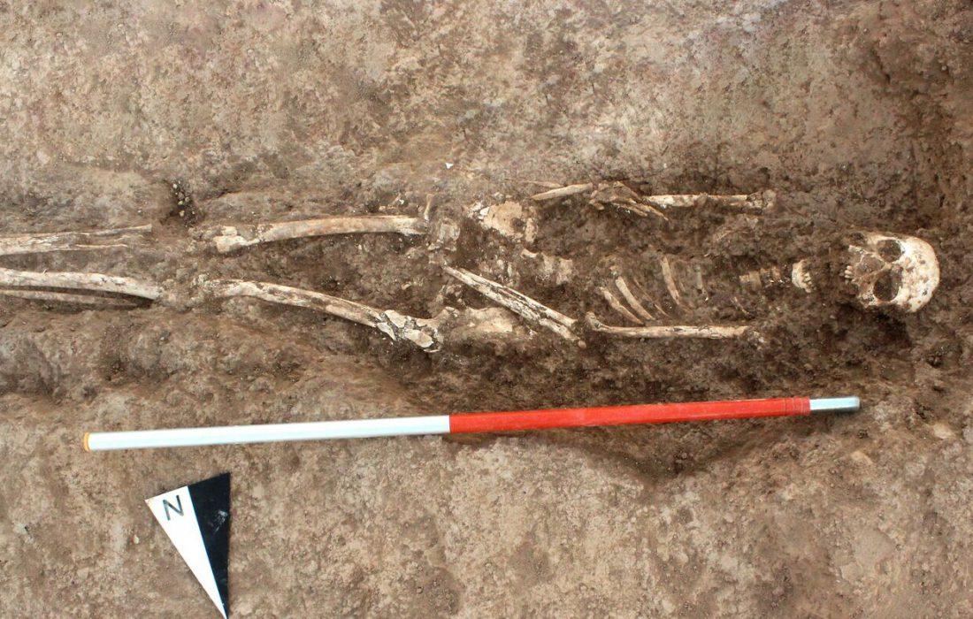 کشف چندین گور متعلق به نوزادان و کودکان به همراه ۱۶۰ لوح گلی