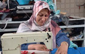 آخرین کارگاه تولید کیف در استان فارس در وضعیت نامناسبی قرار دارد/فاطمه فرهادی: اگر حمایت واقعی صورت بگیرد، اشتغال زایی بیشتری انجام خواهم داد